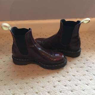 Burgundy Doc Marten Chelsea Boot (size 39)