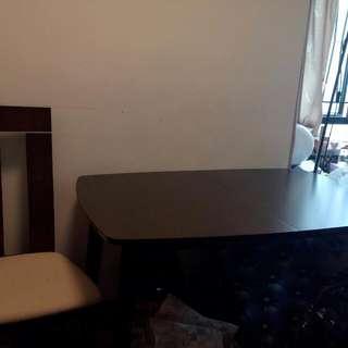 大平賣!!!原裝馬來西亞實木製造餐枱連四張椅九成新