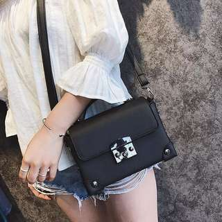[new] Small Black Sling Bag