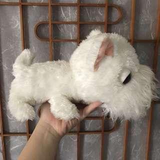 滿嘴鬍鬚的白色狗娃娃
