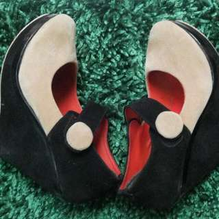Sepatu Wedges Hitam Krem / Coklat Muda Free Kerudung