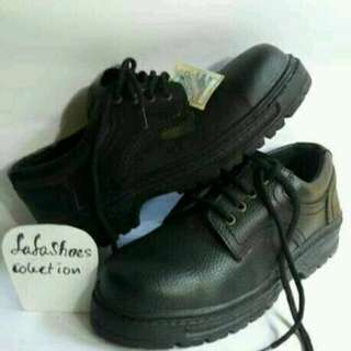 Sepatu safety merk ando