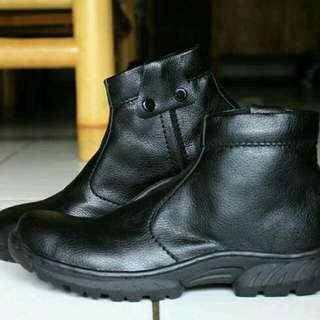 Sepatu safety adabos boot