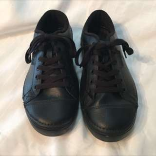 Men's - (size 7) - Black Croc Running Shoes - ((mint Worn Once LIKE NEW))