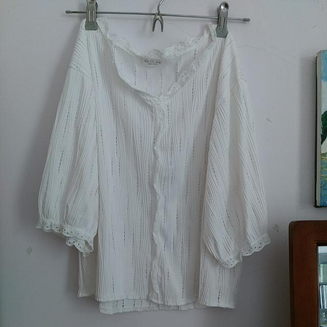 花邊鏤空白色上衣