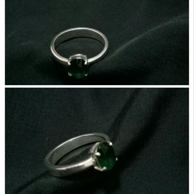 💯 PURE SILVER RING with EMERALD birthstone ( Size 8 )PAWNABLE