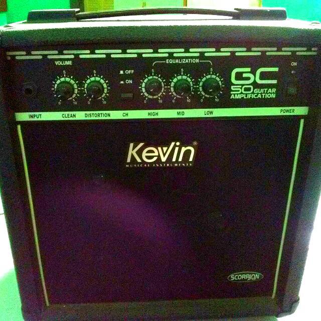 Amplifier Gitar Listrik
