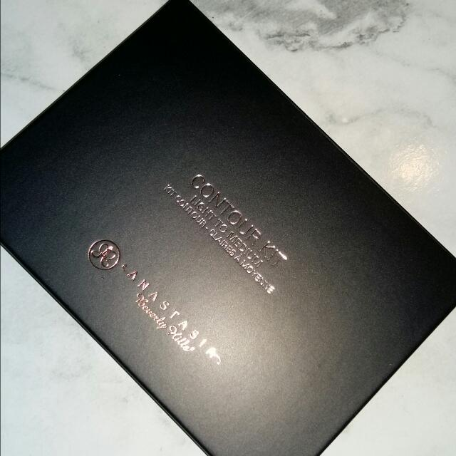 Anastasia Beverly Hills Contour Kit (Medium To Light)