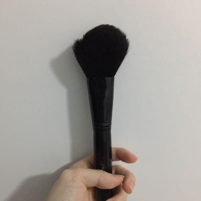 Angular Blush Brush