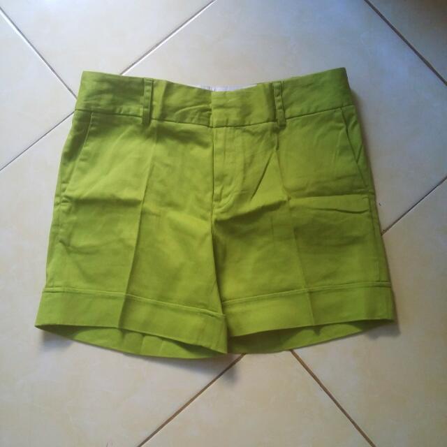 Celana Pendek Hijau