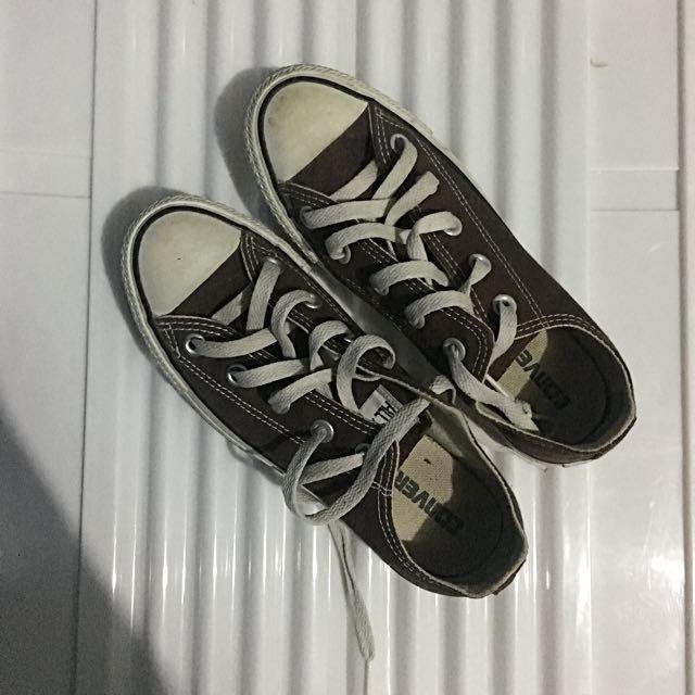 Classic Converse (brown)