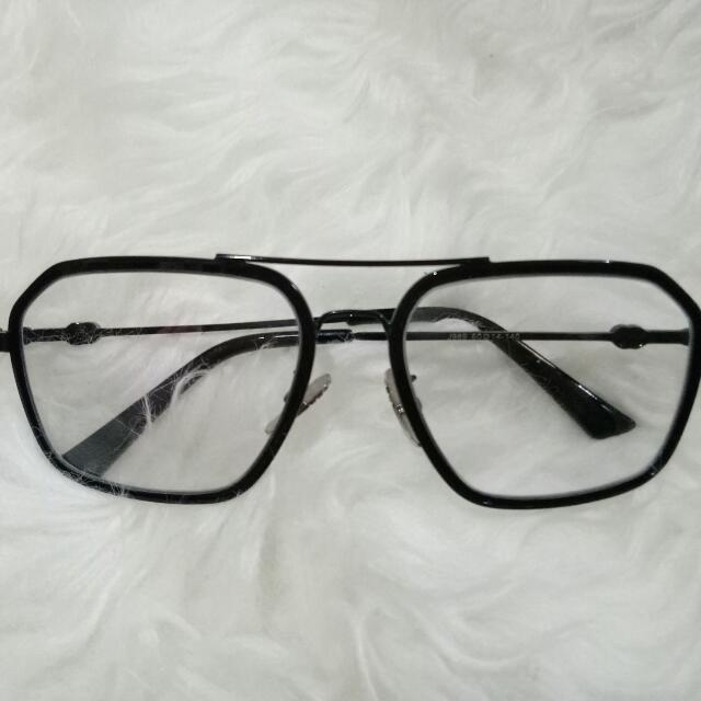 kacamata hitam unik