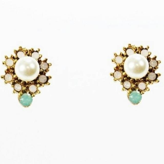 Ladies Crystal And Pearl Pierced Earings