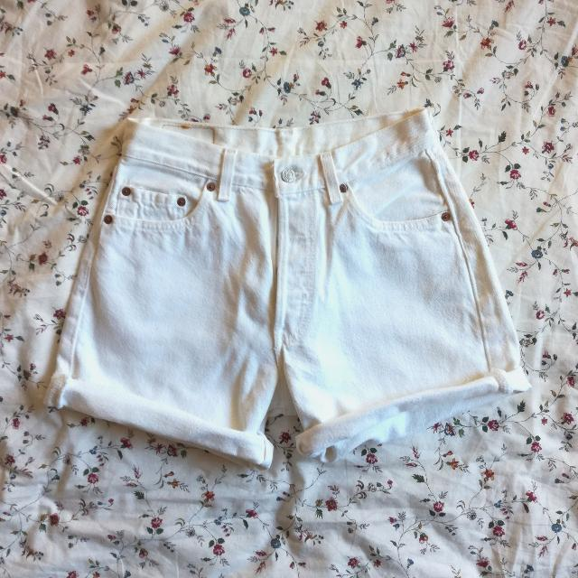 SALE: LEVI'S High waisted White Jeans Shorts