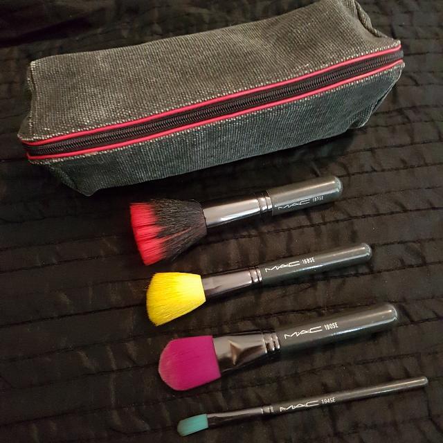 MAC Makeup Brush Set + Makeup Bag