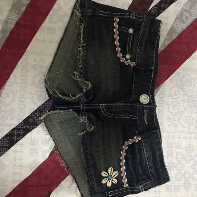 Original Billabong Beaded Denim Short Shorts (medium)