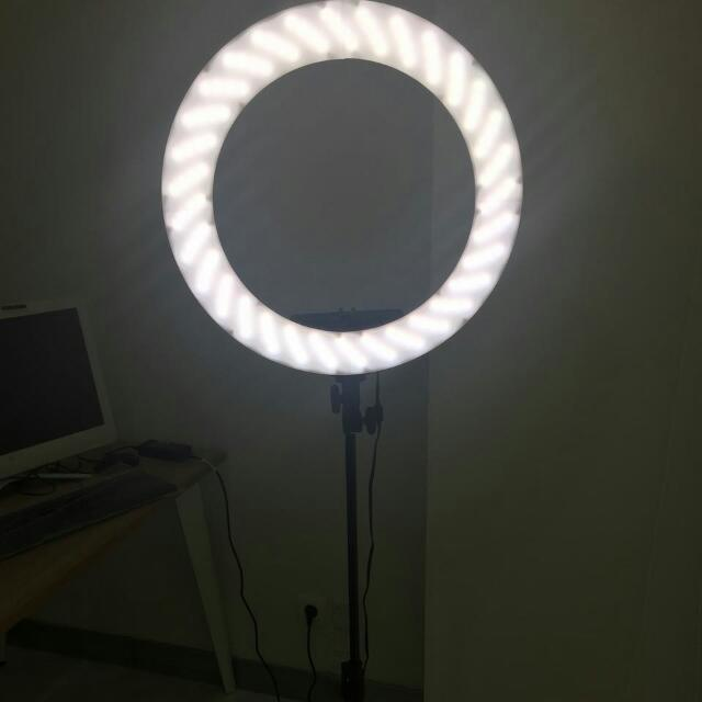 Ringlight LED Profesional with Dimmer, Disfuser, Tas, Tripod, Holder Kamera dan HP, Health & Beauty, Makeup on Carousell