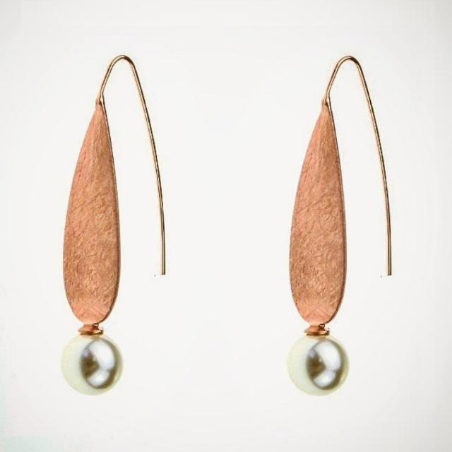 Rose Gold Pearl Drop Earings With Brushed Finish