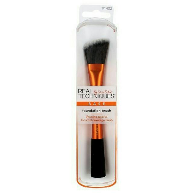 RT Foundation Brush