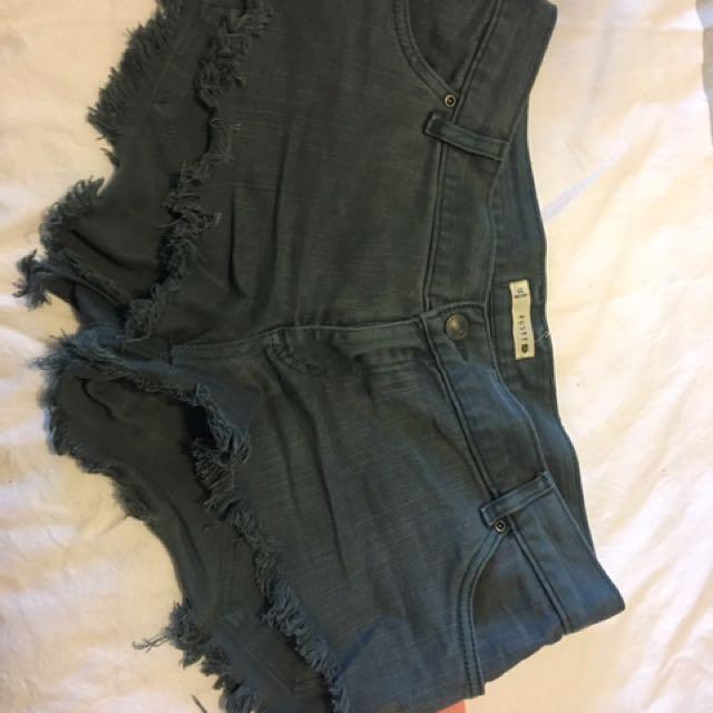 Rusty Dark Green Shorts