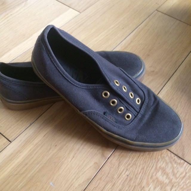 8c427e38028824 Authentic VANS Original Black Gumsole Sneakers Women s 6