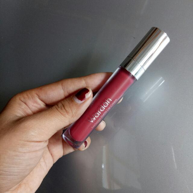 wardah exclusive matte lip cream 12 (plum it up)