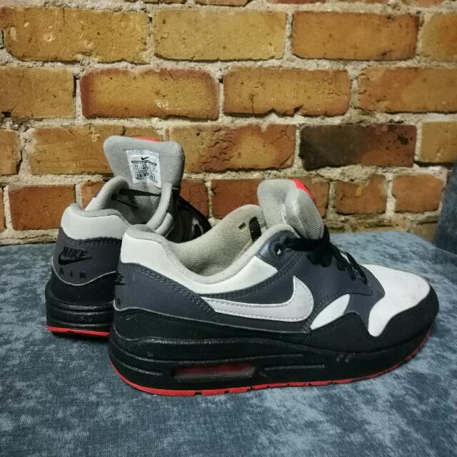 Women's Nikes Air Max 38.5/8