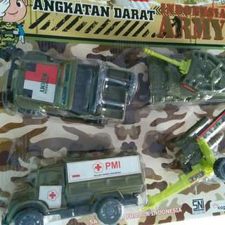 Mainan mobil angkatan darat
