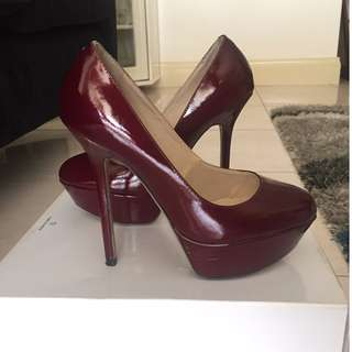 TONY BIANCO burgundy heels