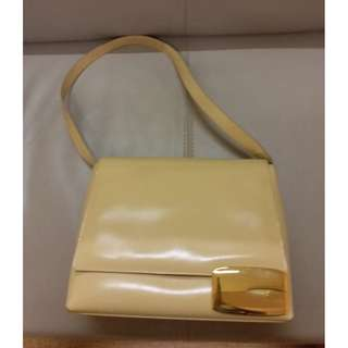 Gucci beige hand bag with G buckle , 100% authentic, 70% new, purchased from HK Gucci Shop