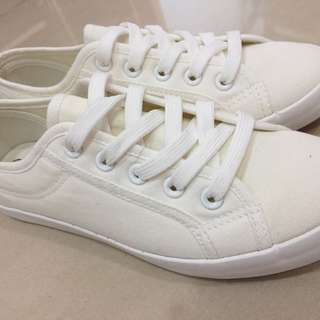 全新 小白鞋
