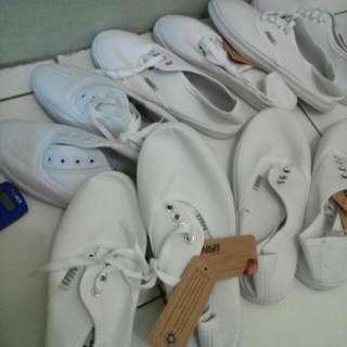 Full White Sneakers Look Like Hnm Rubi Cotton On Vans