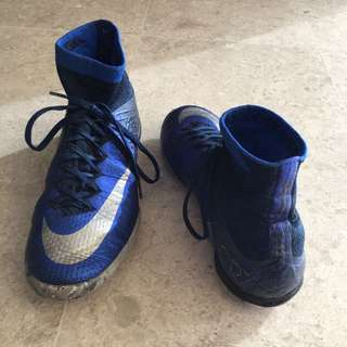 Barely used and washed Ronaldo cr7 diamond boots!!