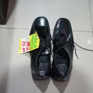 Sepatu Pria NEXT