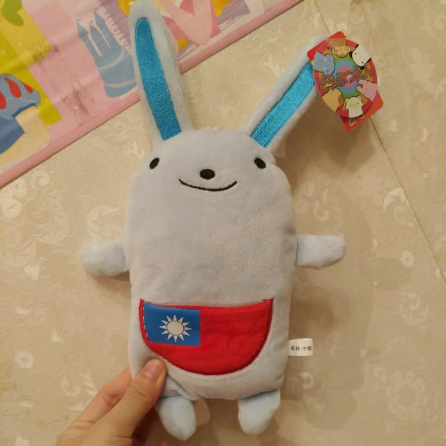 有國旗的兔兔唷!
