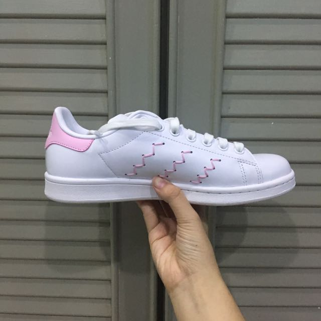 abc2b20bb650 ADIDAS Pink Zigzag Stan Smith Sneaker, Women's Fashion, Shoes on Carousell