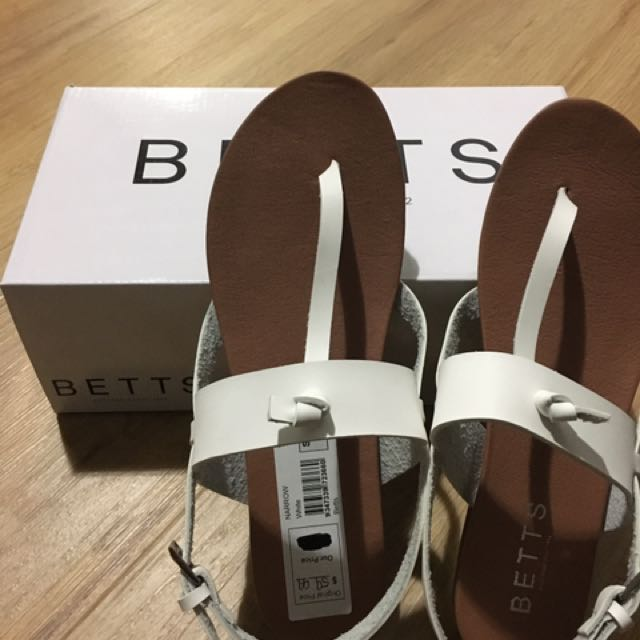 Betts size 8 sandals