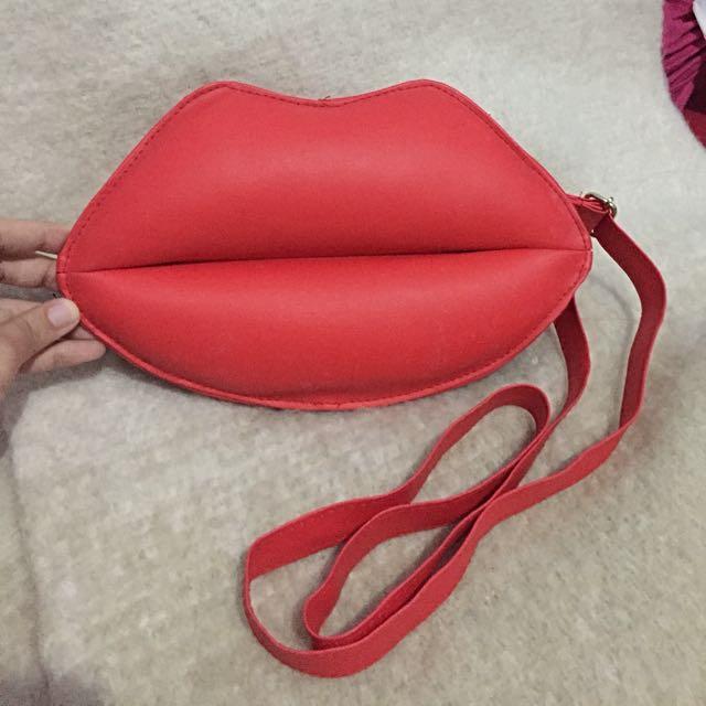 Mini Lips sling bag