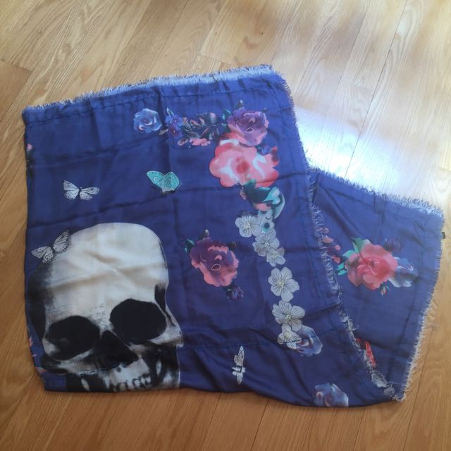 New Silk Erfurt Skull And Roses Scarf