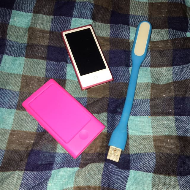 ORIGINAL 16GB IPOD NANO WITH CASE & USB LAMP
