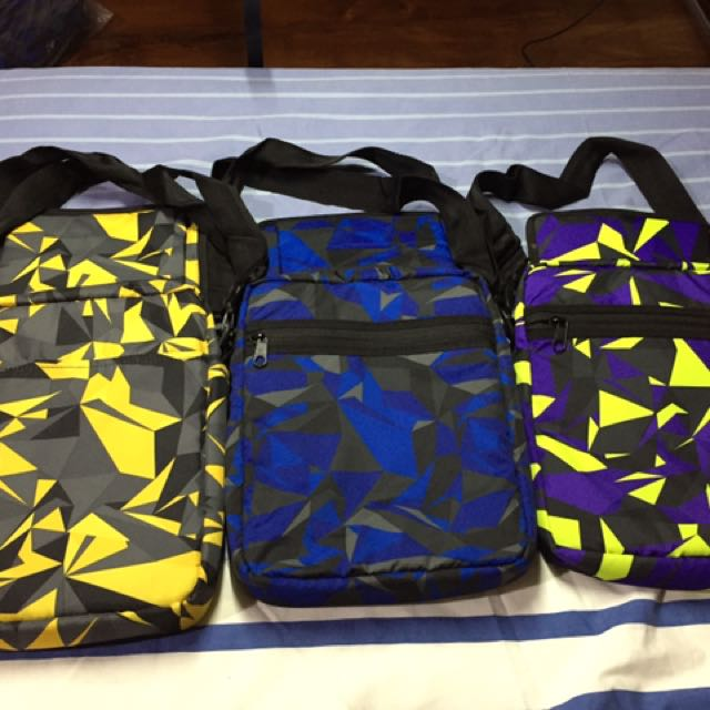 Reversible shoulder bag