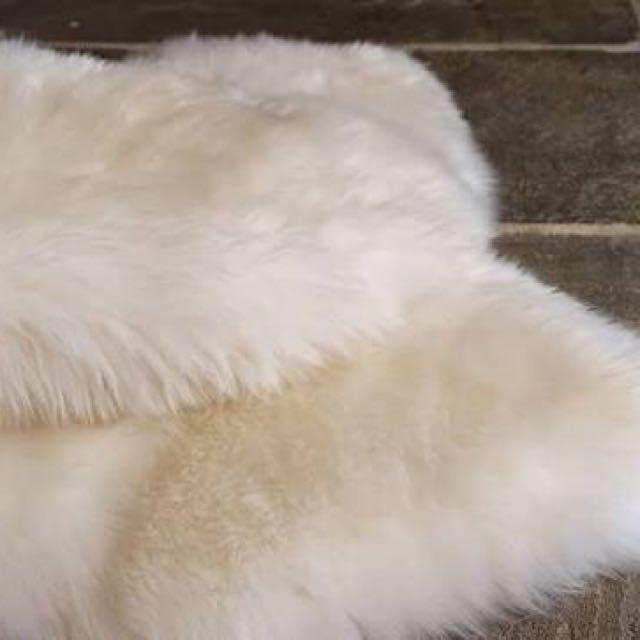 Showcase Carpet ( Sheep Shape Rug White )