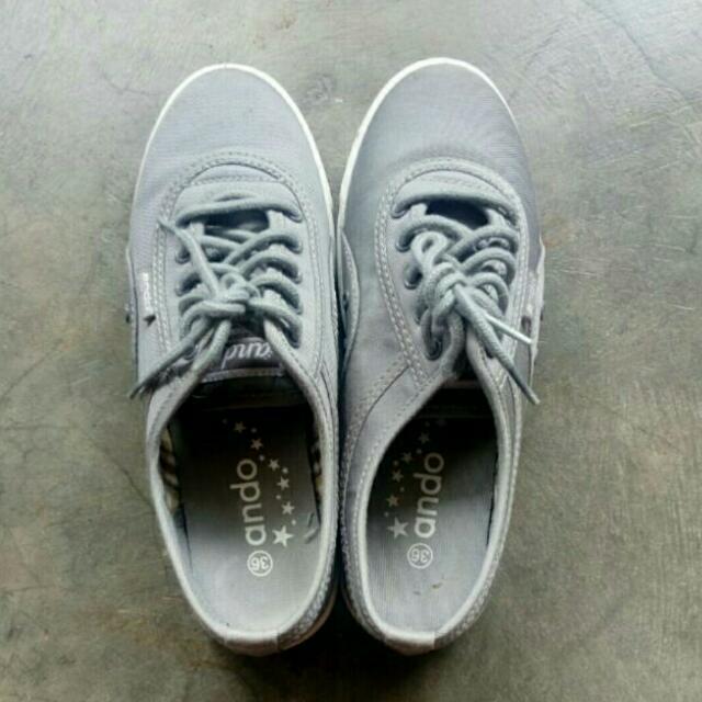 Sneakers / sepatu keds / sepatu santai