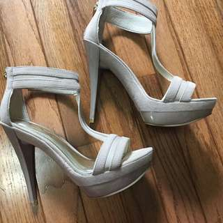 Women's Beige/nude Heels Size 6
