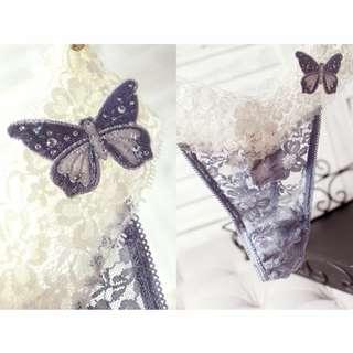 UnderWar歐美風格DB08 _藍蝶_英國品牌性感可愛水鑽蝴蝶裝飾蕾絲緞面丁字褲 藍灰色