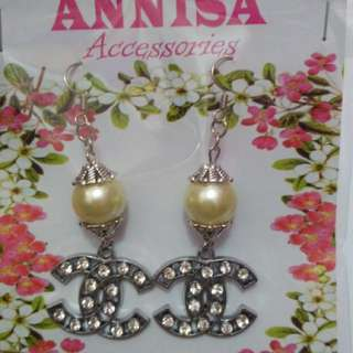 Anting Chanel