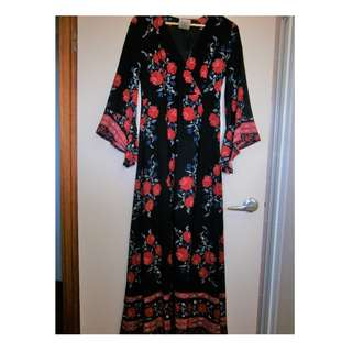 BNWT floral maxi dress with bell sleeves size 10