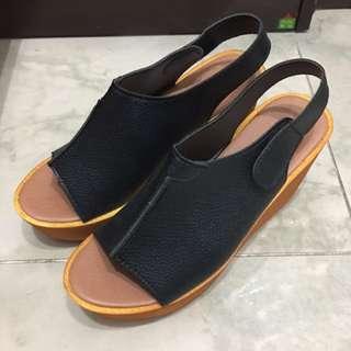 黑色魚咀涼鞋