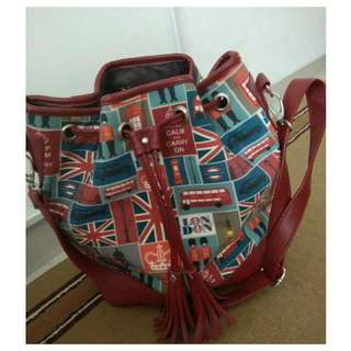 Sling bag serut London merah