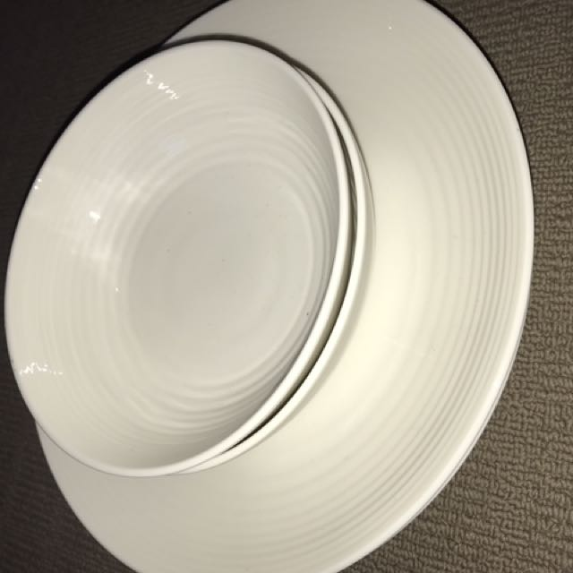 2 Plates And 2 Bowls